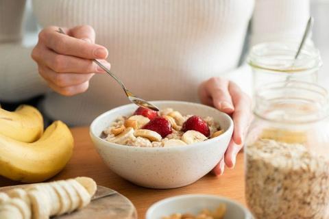 Prawidłowa dieta pomaga wygrać z alkoholizmem i powrócić do zdrowia.